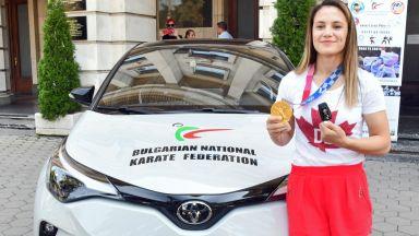 Автомобил от федерацията по карате за златната Ивет