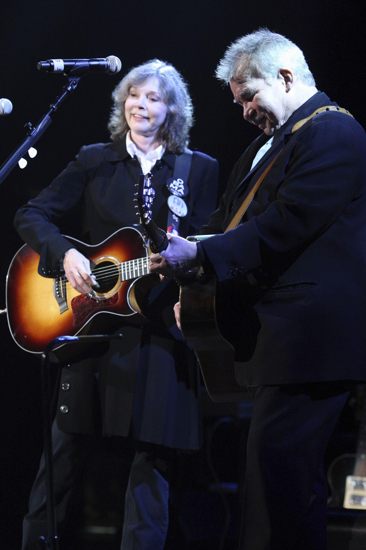 С друга легенда - Джон Прайн, на наградите на Американската музикална академия в Нешвил през 2009