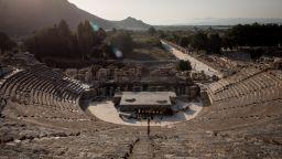 Прочутият античен театър в Ефес отново отваря врати