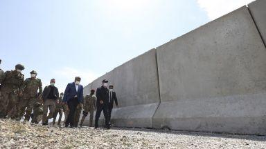 Турция строи защитни стени по границите: Ще спрат ли те афганистанците