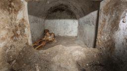Археолози откриха добре запазен скелет при разкопки в Помпей