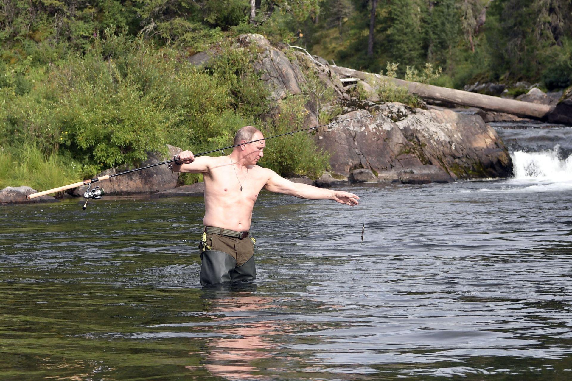 Путин лови риба в Южен Сибир