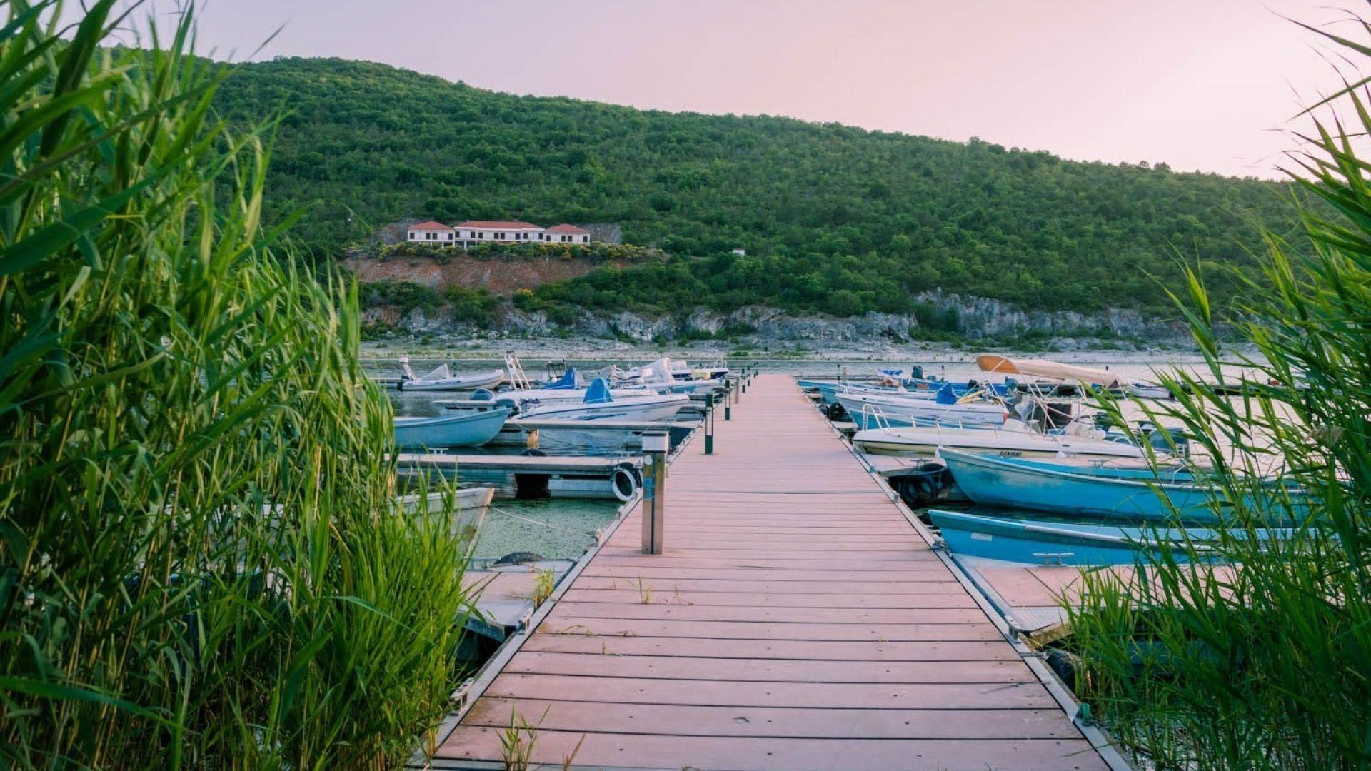 Различна Гърция: Преспанското езеро и село Псарадес по залез