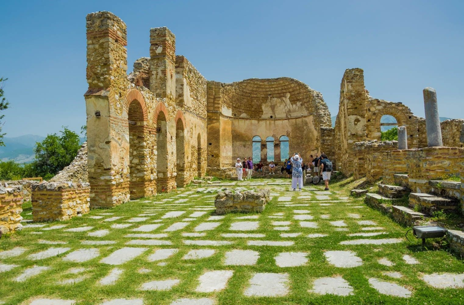 Базилика Свети Ахил с гроба на цар Самуил, Преспанско езеро Гърция