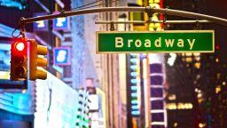 Шоуто трябва да продължи: Бродуей се завръща с нови инвестиции и дръзки планове