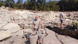 Мавзолеи-ротонди и каменен купел от 6 век са най-новите уникални находки на Перперикон