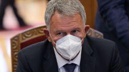 Министър Кацаров: Респираторите свършват, може да пращаме болни от COVID-19 в чужбина