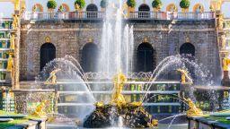 Фонтаните в Двореца Петерхоф станаха на 300 години