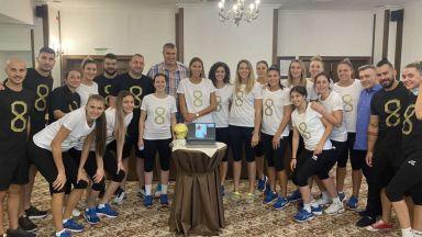 """Стоичков надъха волейболистките със """"Златна топка"""""""