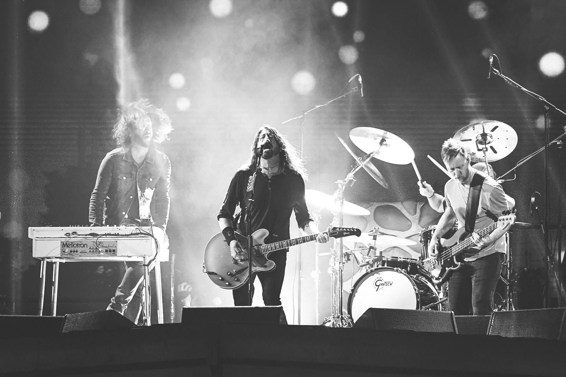 """""""Фу Файтърс"""" свирят на наградите """"Брит"""" през 2018 в лондонската зала Arena O2"""