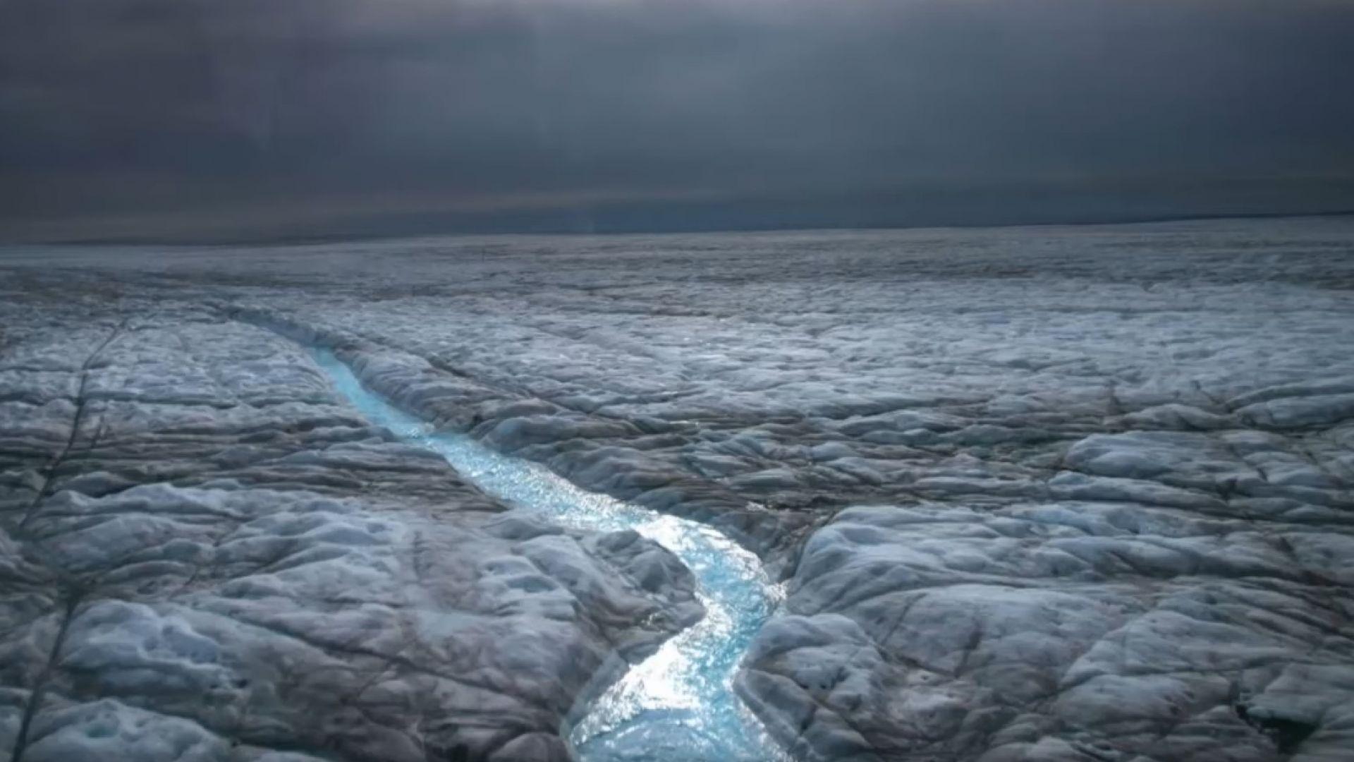За първи път: Дъжд над ледената шапка на Гренландия (видео)
