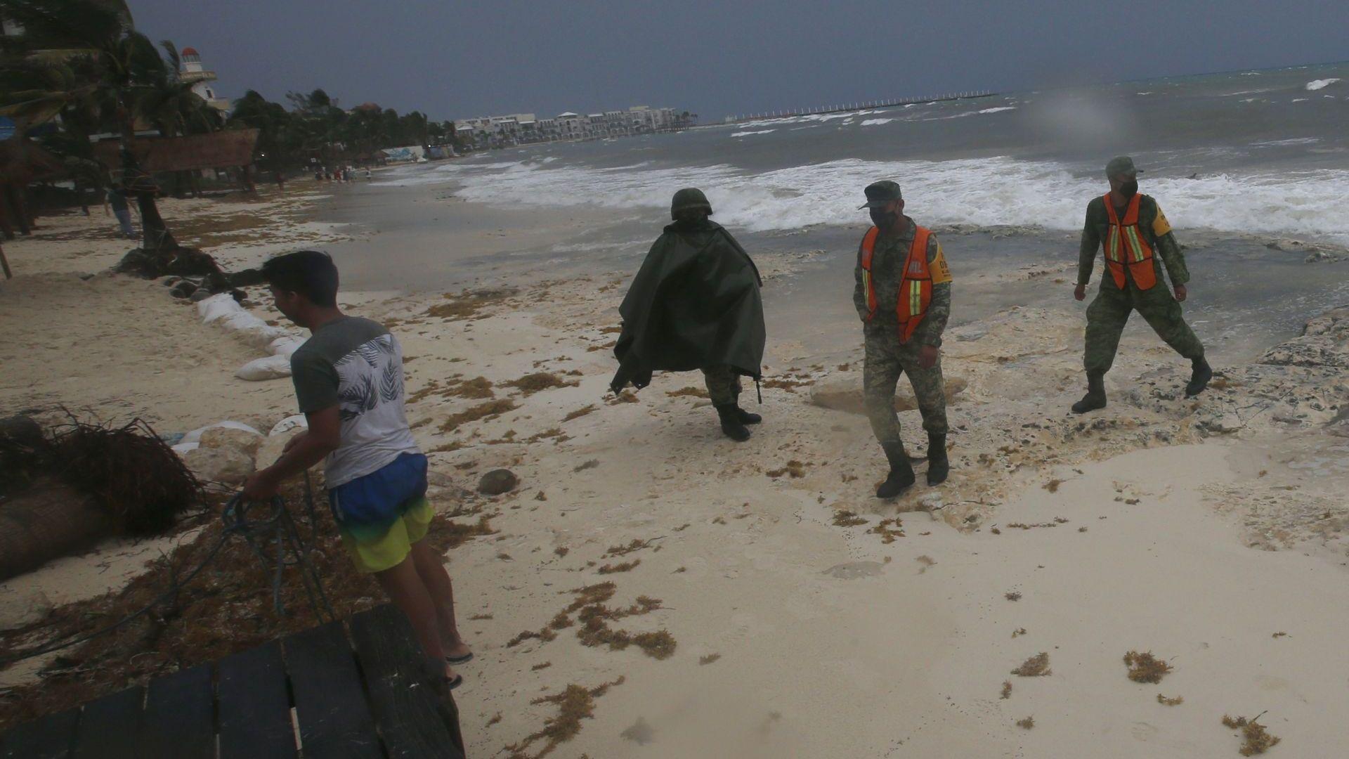 Ураганът Грейс връхлетя мексиканския щат Веракрус