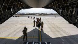 Евакуирани от Афганистан българи пристигнаха в София със самолет от Исламабад