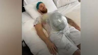 Мъж се опита неуспешно да имитира бременност за един ден (видео)