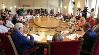 Парламентът се разбърза с актуализацията на бюджета, задава се битка за параметри