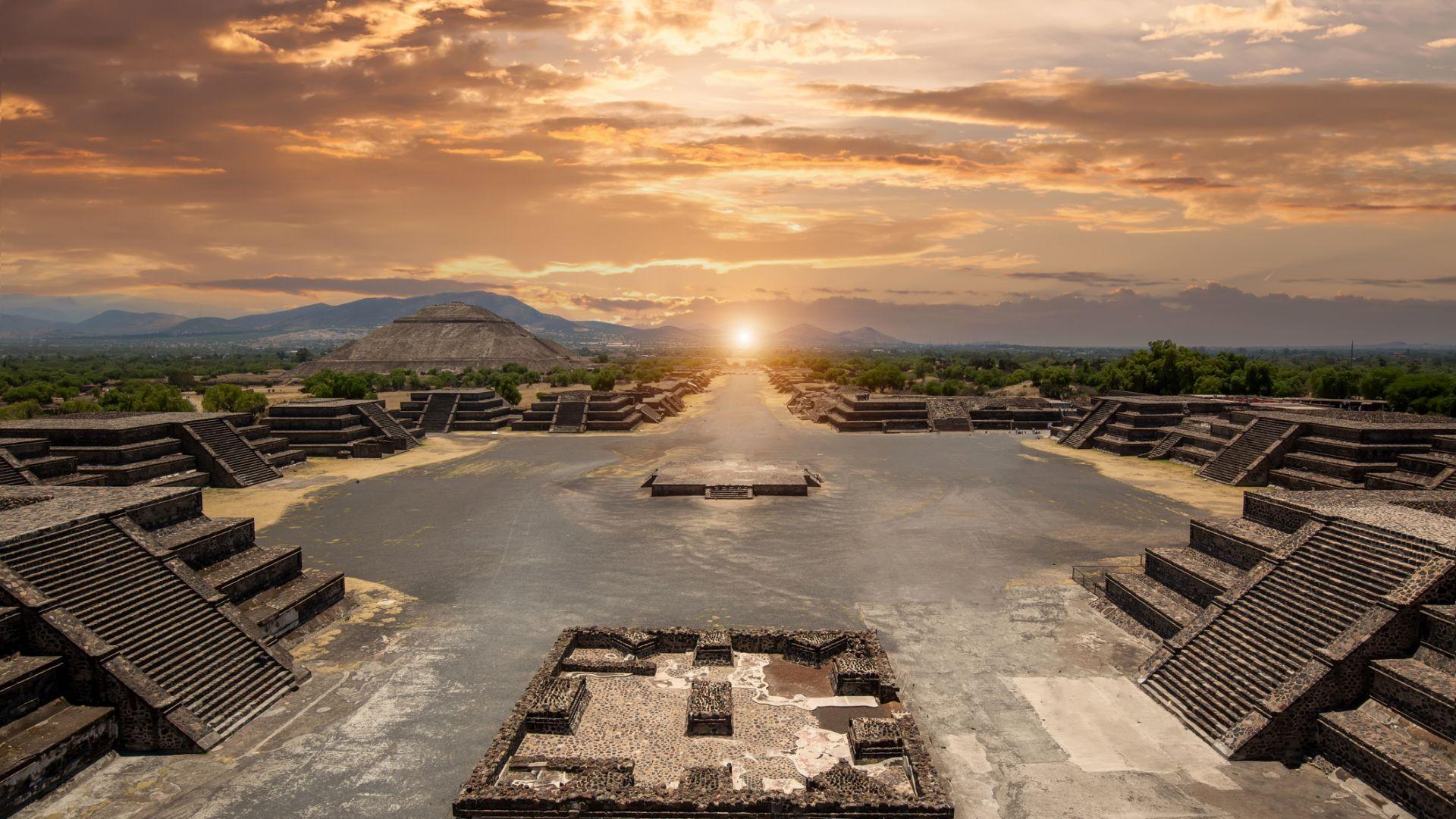 Мексико използва слънцето,  за да почисти историческите канали,  построени от ацтеките