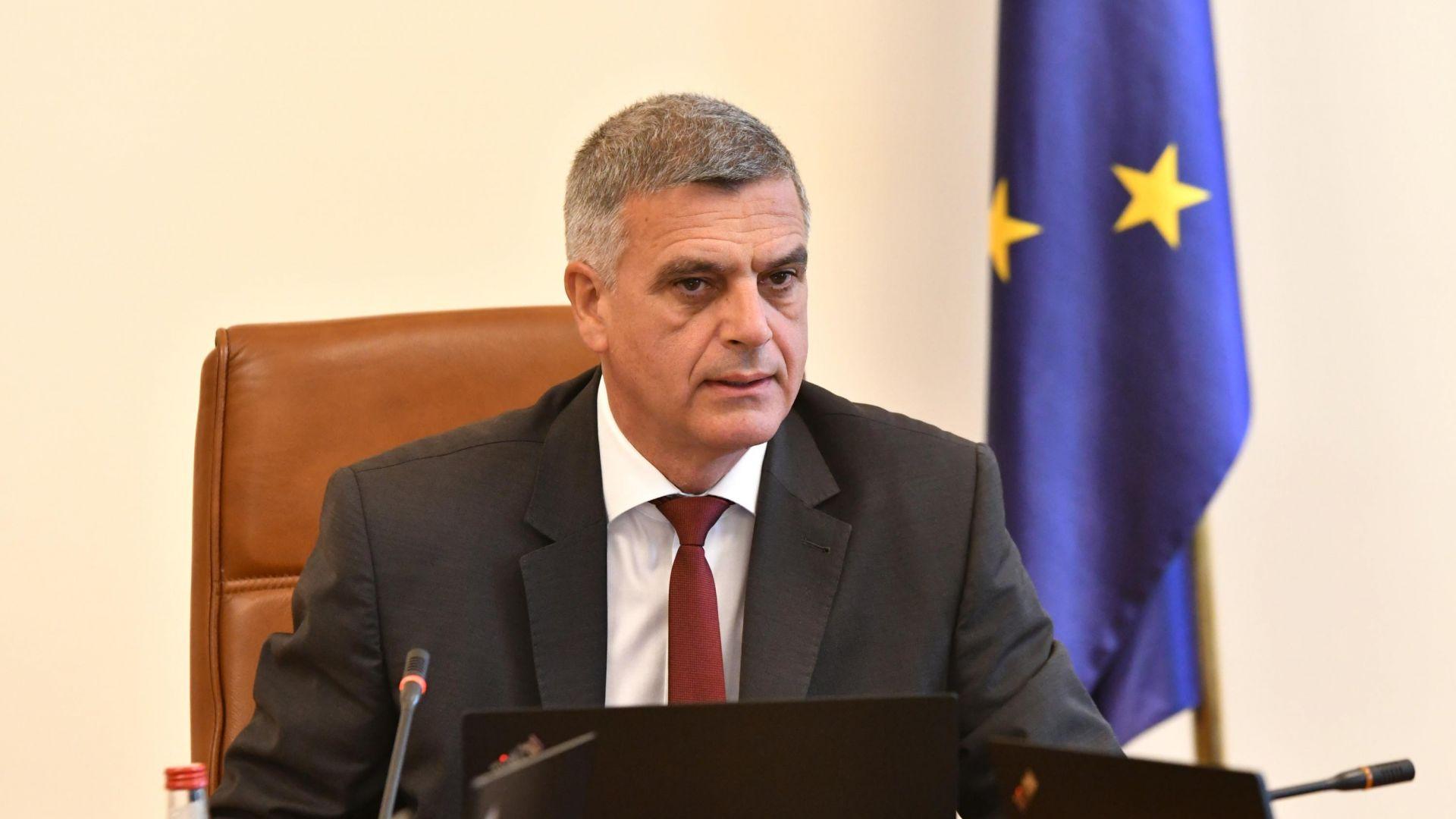 Премиерът Стефан Янев: Учебната година ще започне присъствено