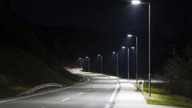 Уличното LED осветление намалява броя на насекомите
