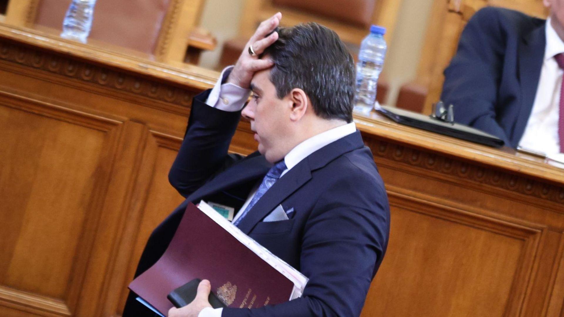 Асен Василев призова депутатите да оправдаят заплатите си, като приемат актуализацията