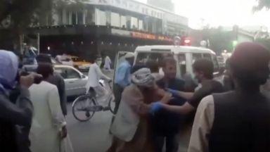 13 военни от САЩ сред жертвите на атентата в Кабул (видео/снимки)
