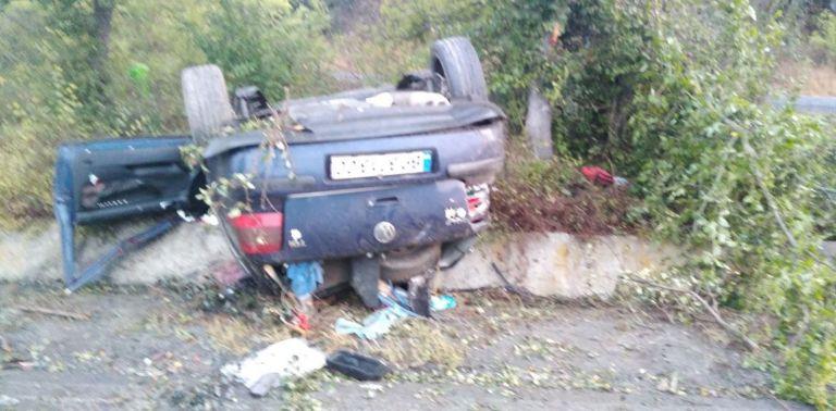 Кола се обърна в канавка край Бургас, млад мъж загина
