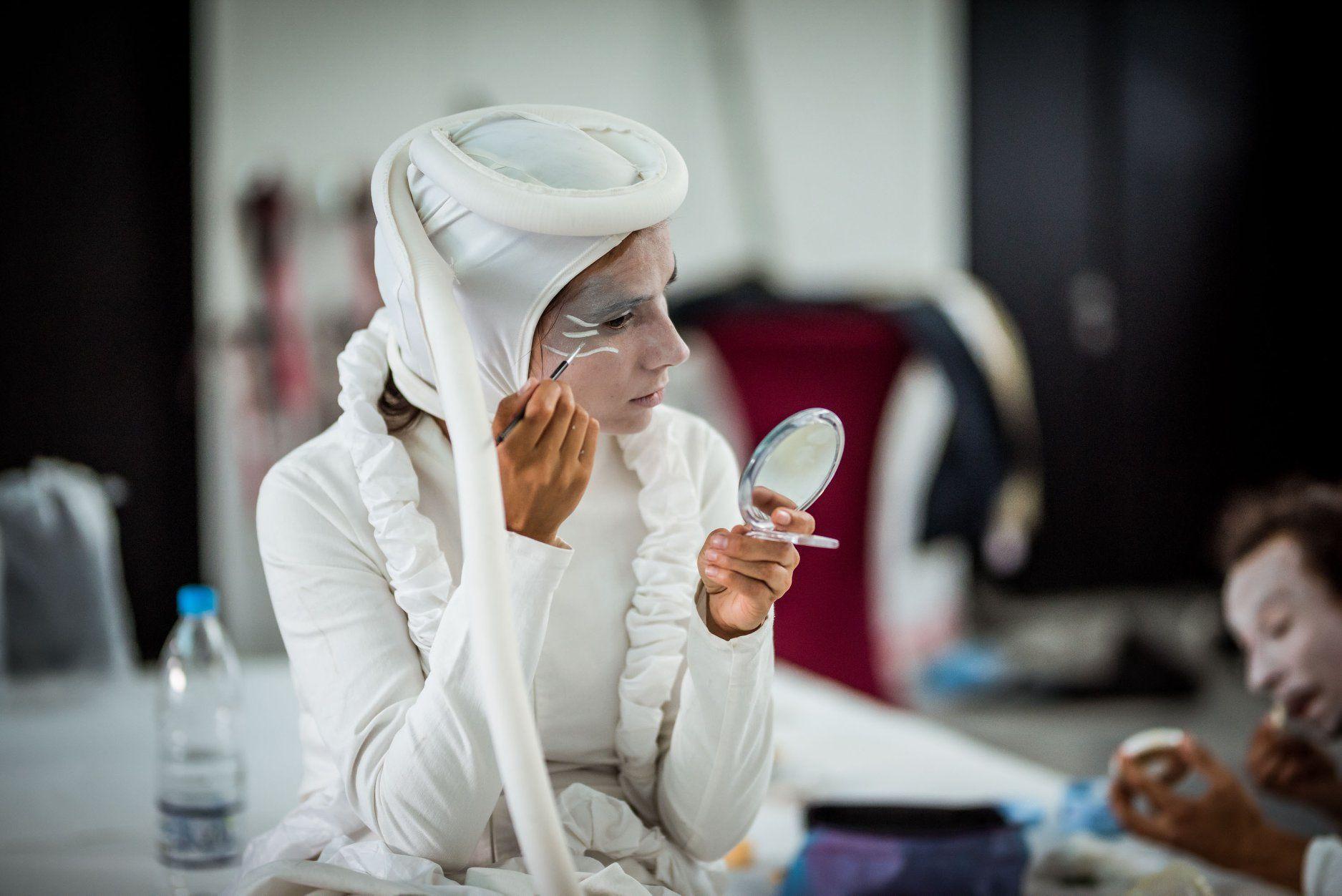 Силвия Кацарска се приготвя преди представление