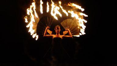 Момичето с най-дългите крака и Огъня