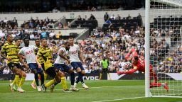 Тотнъм поведе във Висшата лига след трето поредно 1:0