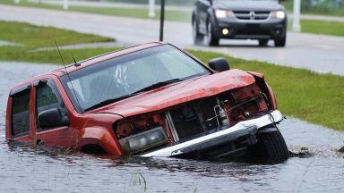 Ураганът Айда опустошава Луизиана: Ню Орлиънс остана без ток (снимки)