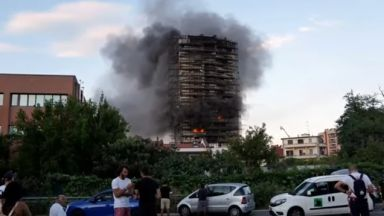 """""""Огнеупорна"""" футуристична сграда в Италия изгоря до основи, 20 души са натровени (видео)"""