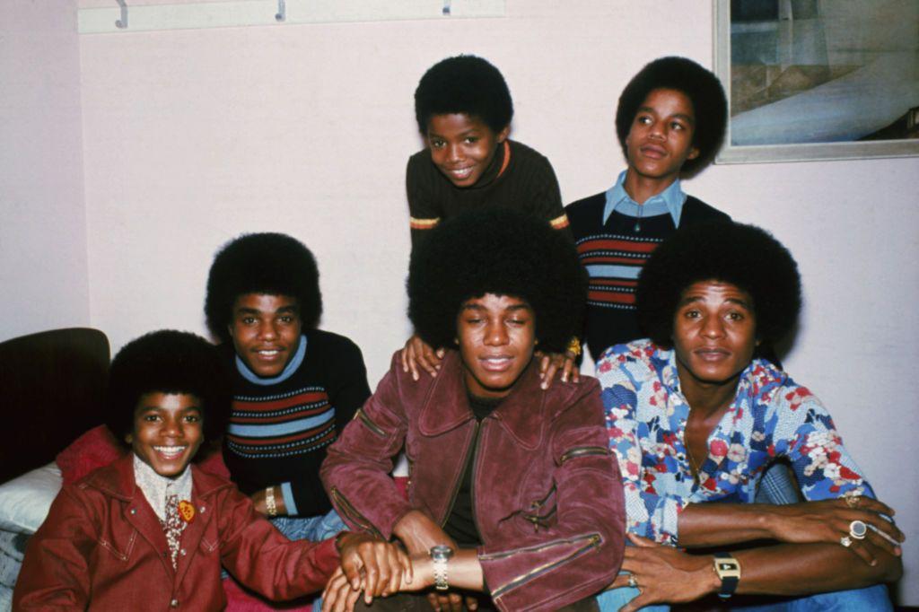Майкъл, Джаки, Тито, Джърмейн, Марлон, Ранди, започват като Jackson 5, после остават само The Jacksons