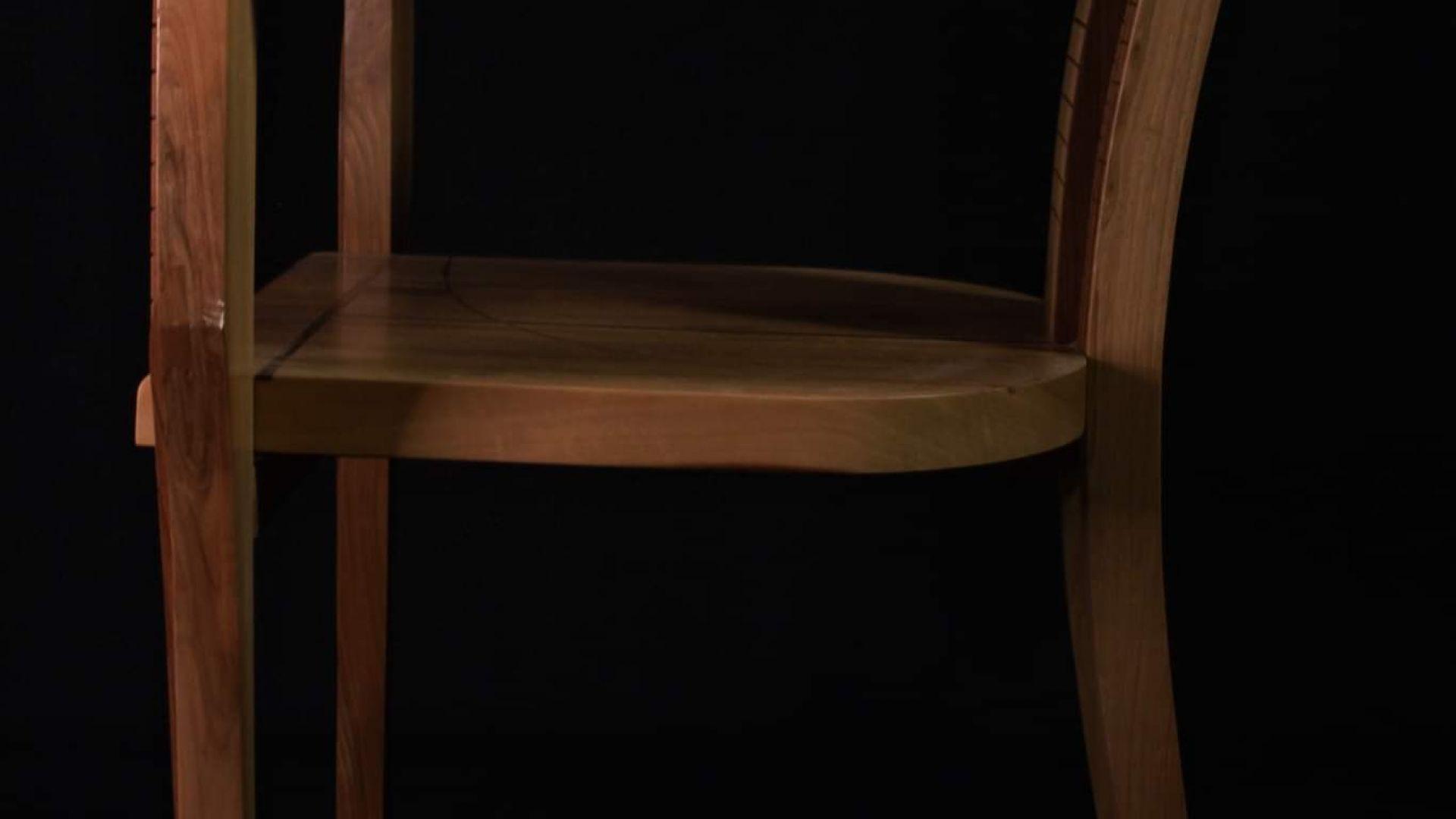 На фестивала във Флоренция участва с колекция от три стола. Експеримент в различни материали, и техники за изграждане на форма и растер подчинени на функцията.
