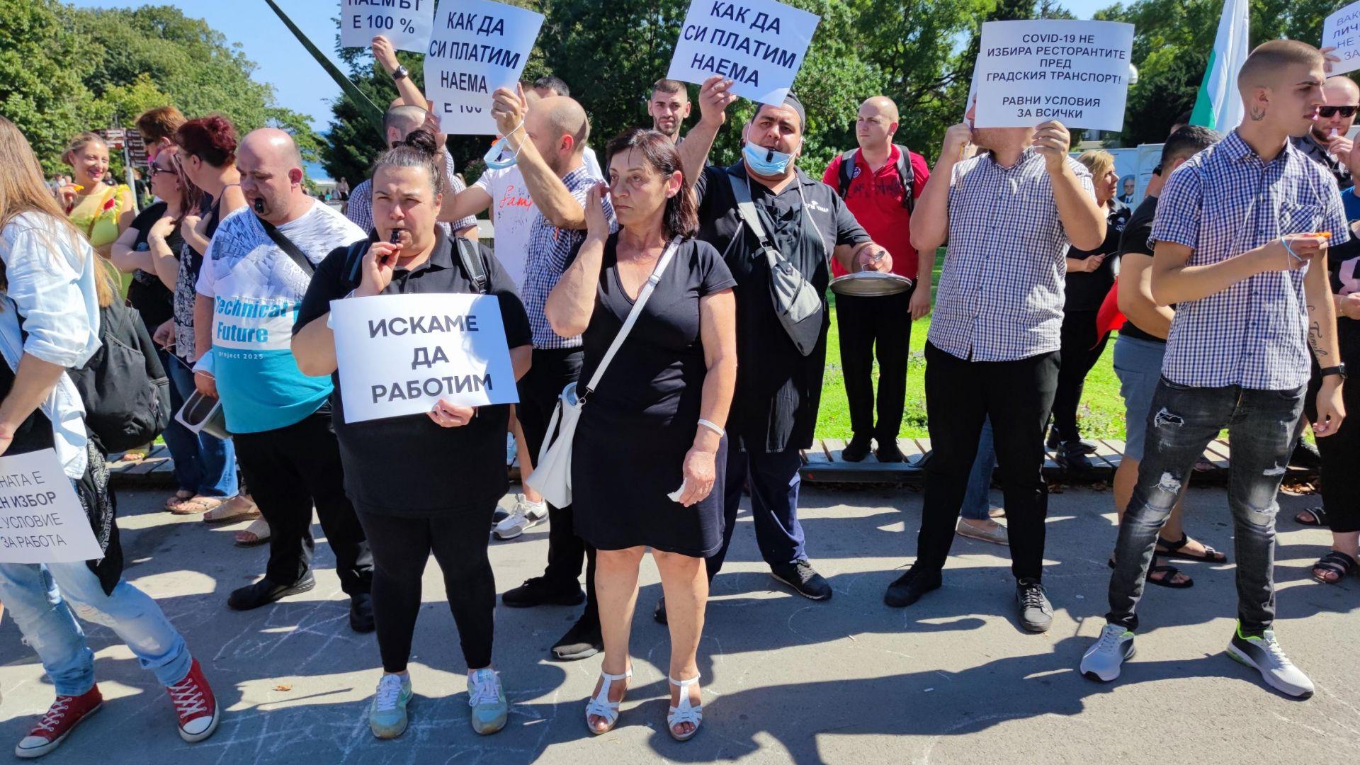 Властта отговори на бизнеса: Протести не могат да спрат разпространението на вируса