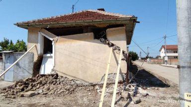 Зов за помощ: Овдовяла учителка изгуби дома си, разрушен от подпочвени води