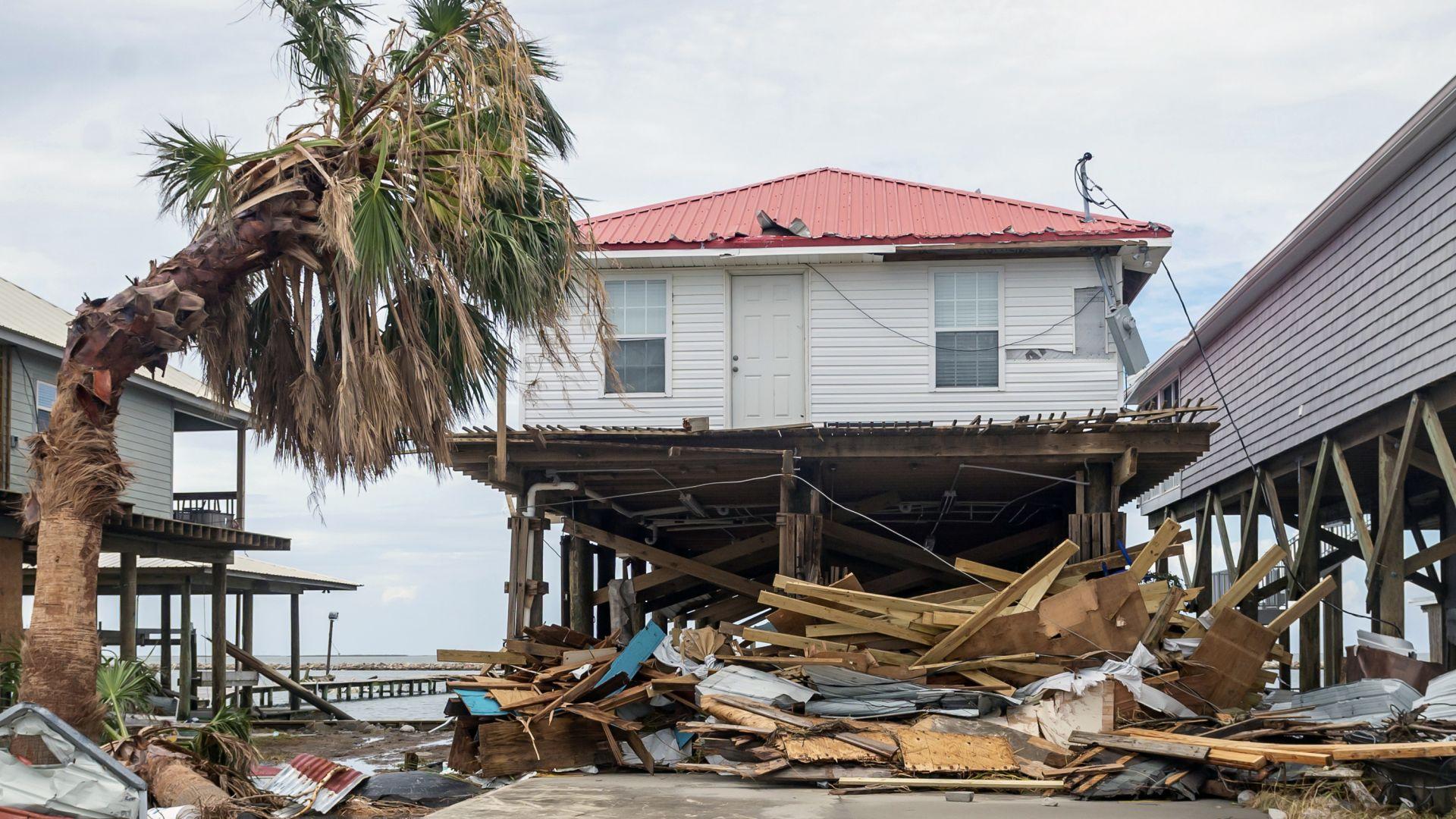 Айда разруши Луизиана, жителите се готвят за месец без вода и ток (снимки)