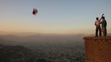 Бойни самолети изместиха хвърчилата на Халед Хосейни в небето над Кабул