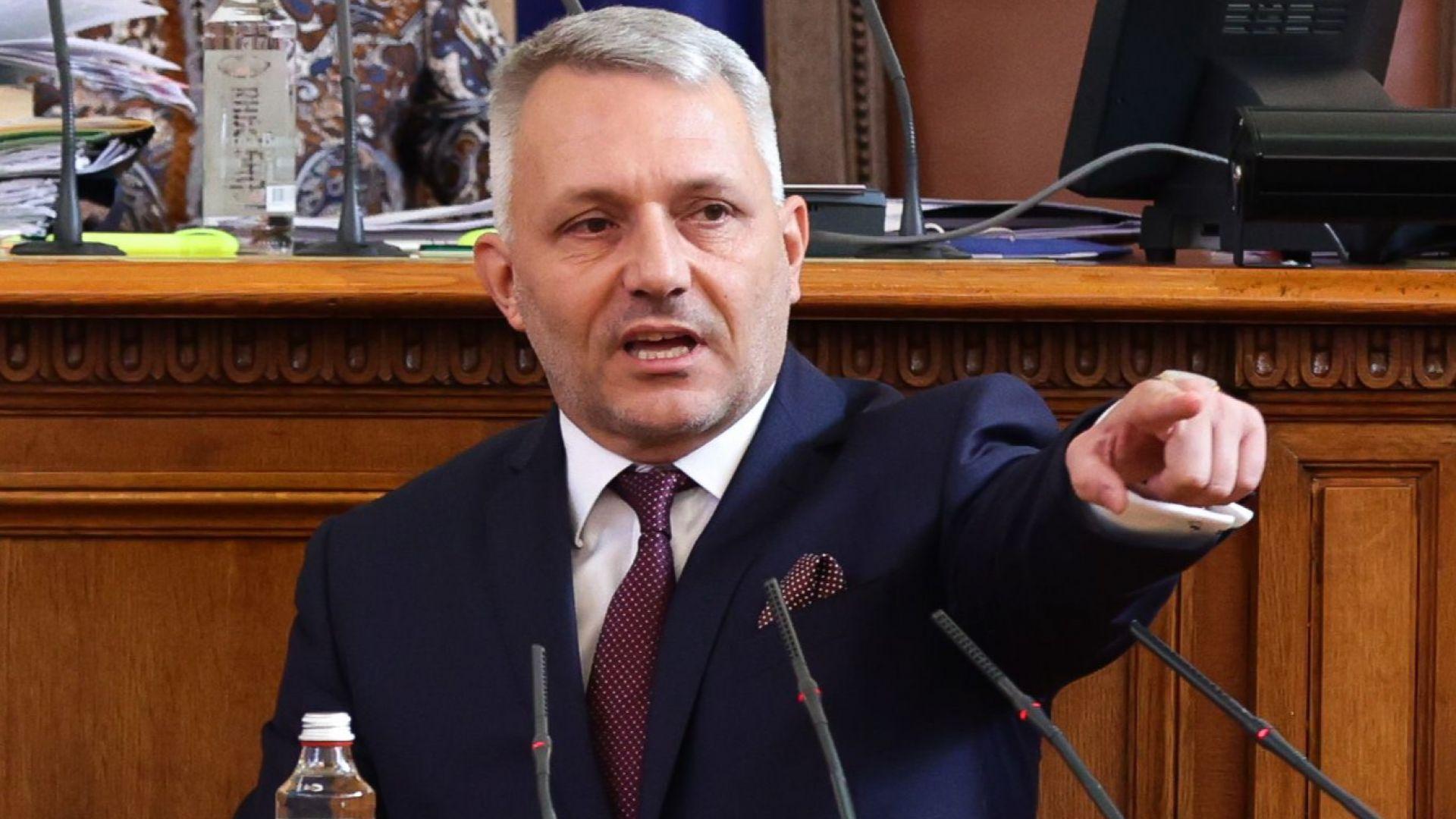 """Хаджигенов почете с декларация """"кървавата сряда"""" на протестите"""