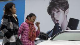Пекин забрани женствени мъже по телевизията и спусна завесите пред знаменитостите