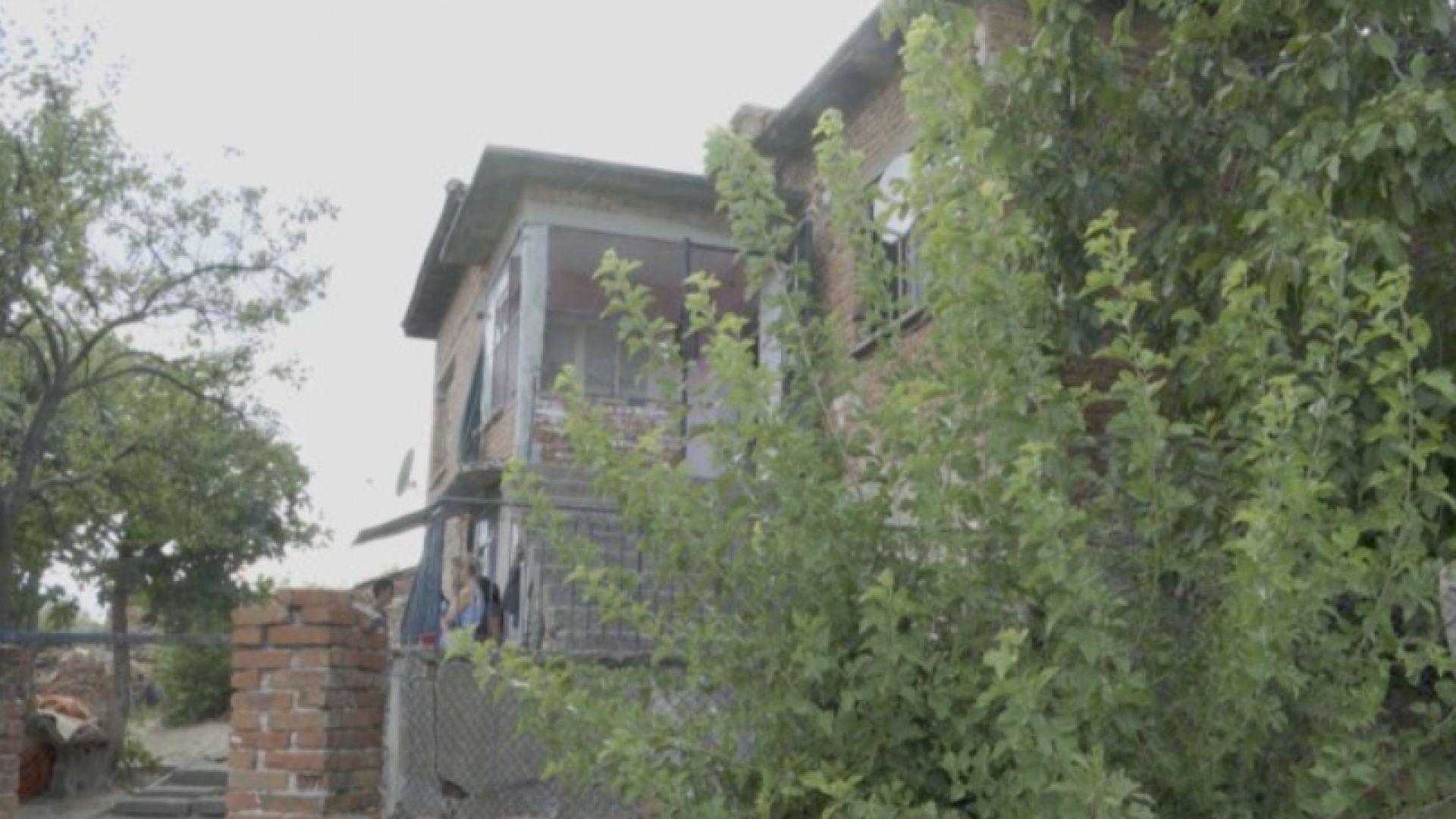 Бащата и майката на убитото бебе опитали да излъжат, че е паднало от количката