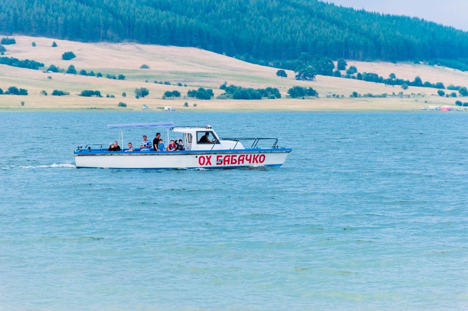 Легендарна лодка за разходка по язовир Батак