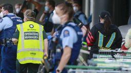 Терористична атака: Мъж наръга шестима в търговски център в Нова Зеландия (видео)