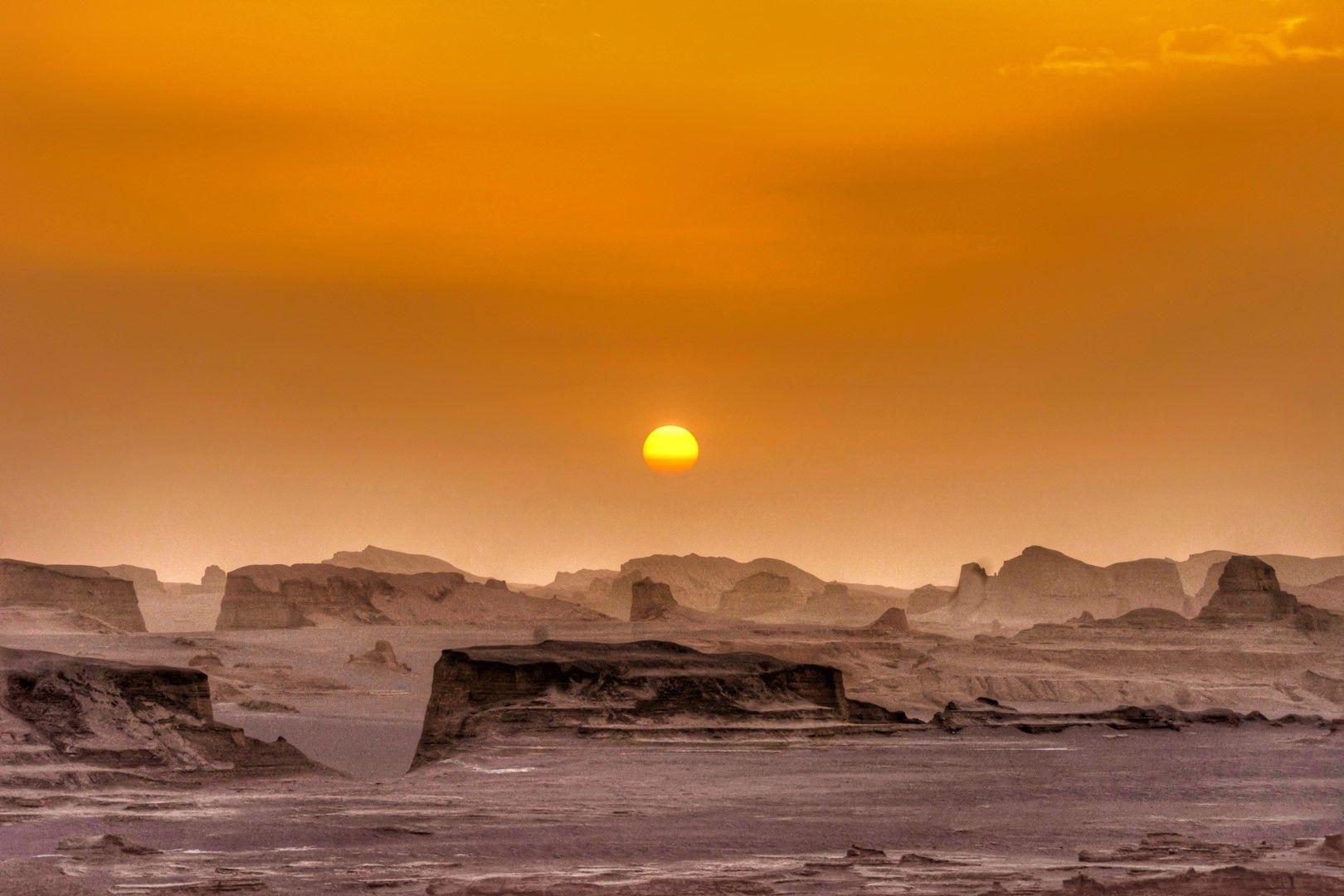 Пустинни пясъчни форми (наречениклот) край град Шахдад.