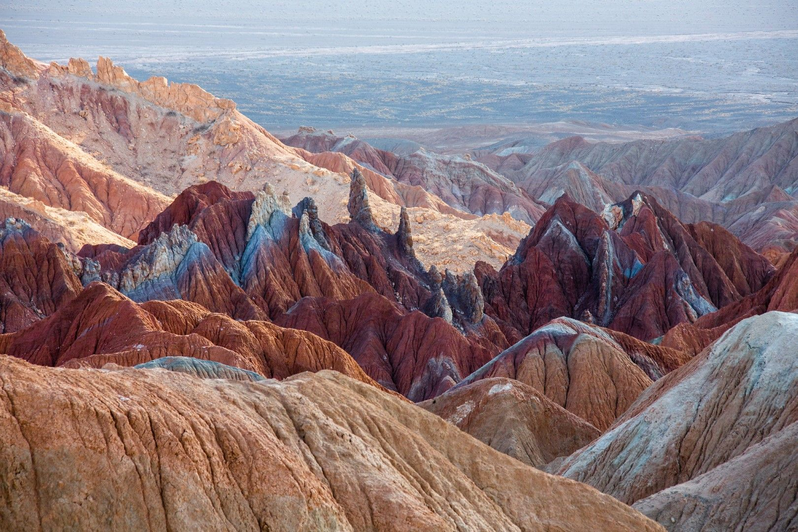 Пустинята Лут (Дащ-е-Лут) представлява парче суша в Източен Иран с площ около 50 000 квадратни километра (почти половин България). Макар да е едва 34-та по площ в света, тя е едно от най-горещите места на планетата.