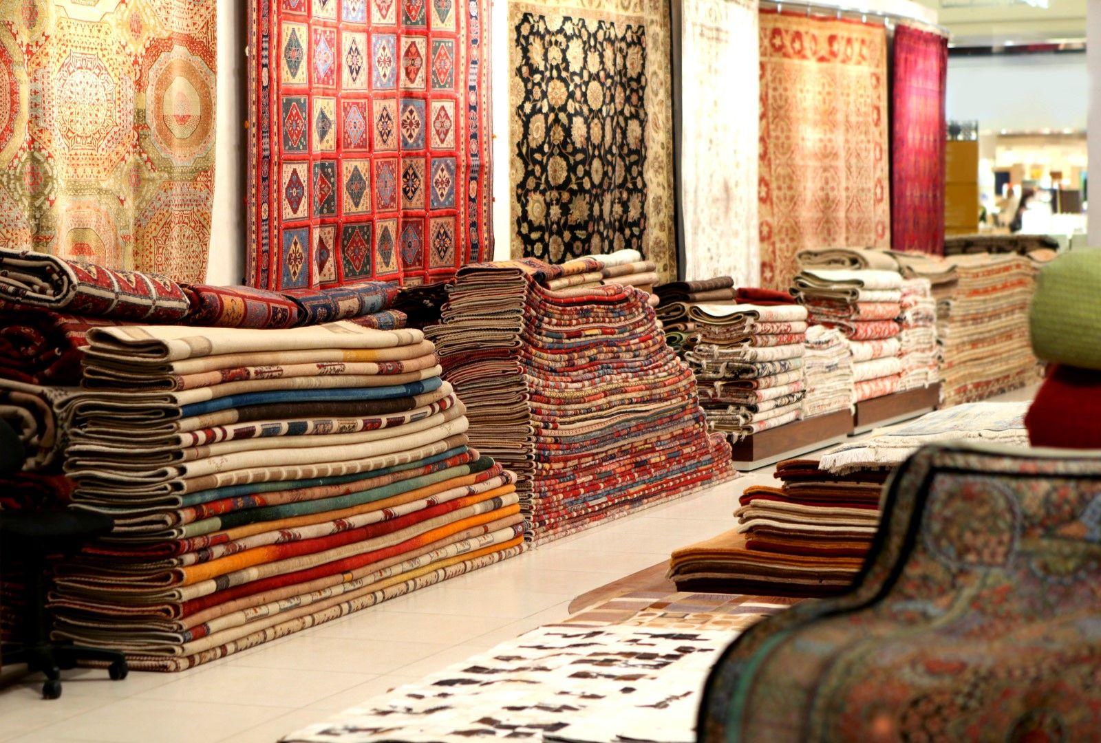 Персийските килими се продават на всички пазари в Иран и са истински произведения на изкуството.