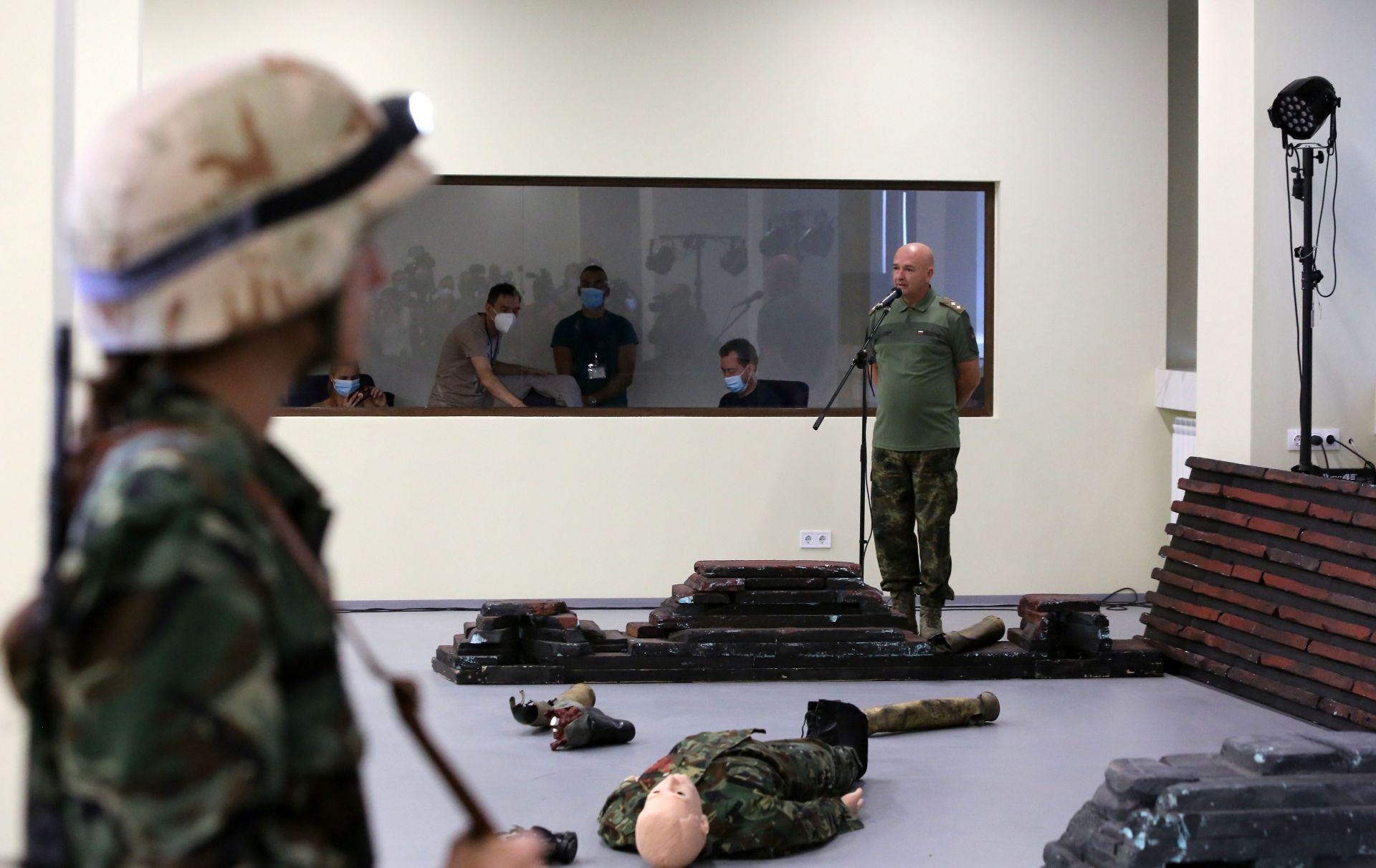 Началникът на ВМА представи лично новия симулационен център