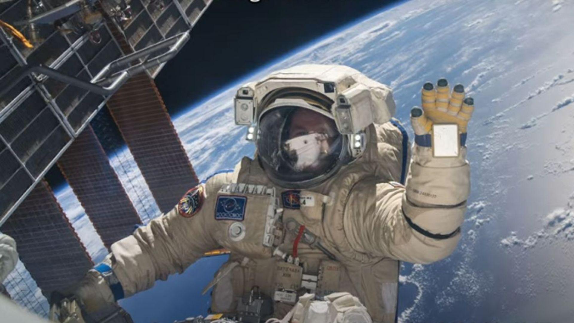 Двама руски астронавти излязоха в открит космос (видео)