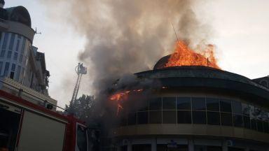 """Запали се емблематичната сграда """"Купола"""" в центъра на Благоевград"""