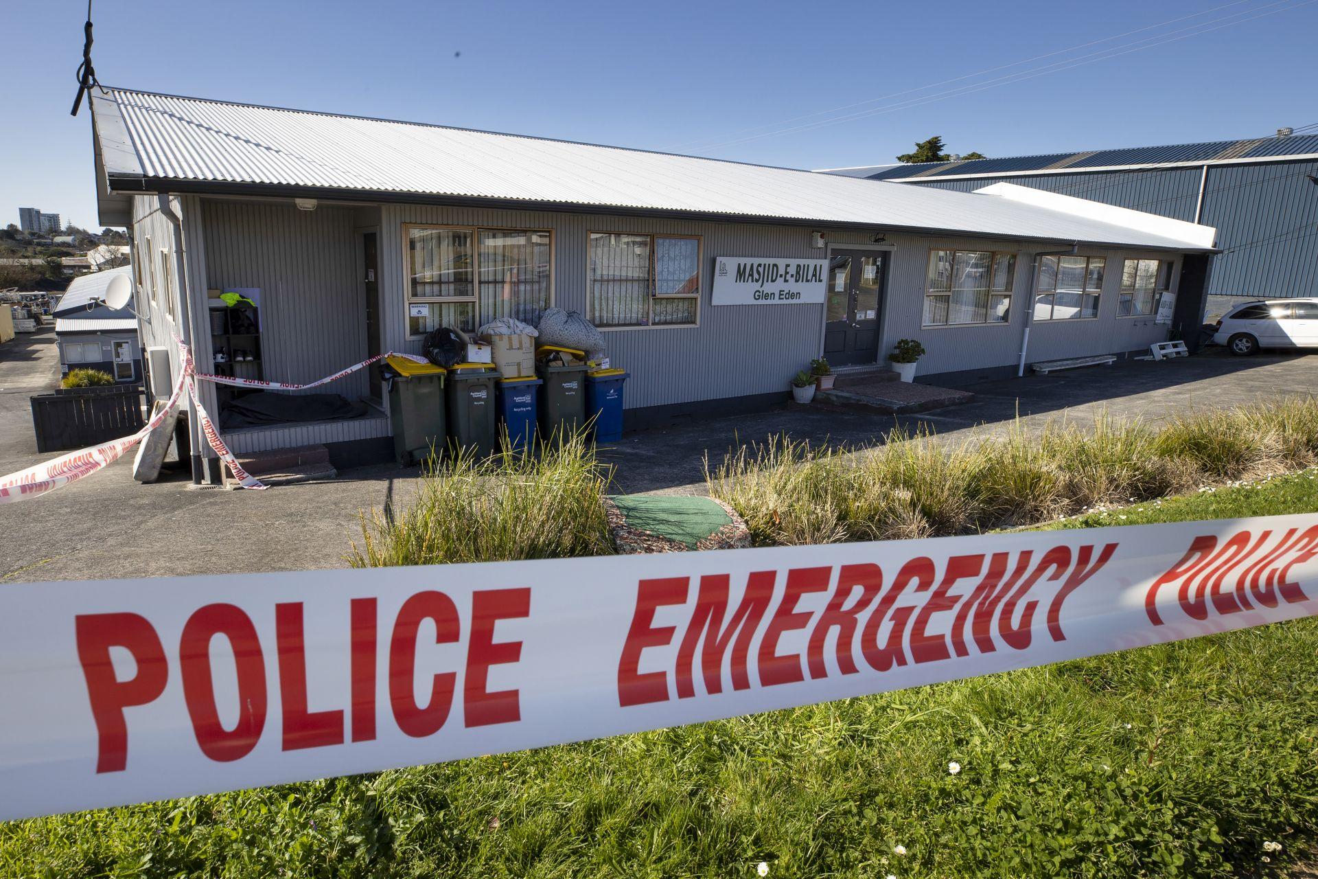 Полицейска охранителна лента пред джамия в Окланд