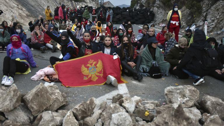 Премиерът на Черна гора Здравко Кривокапич съобщи, че е задържан