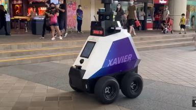 Робот следи за спазването на обществения ред в Сингапур (видео)